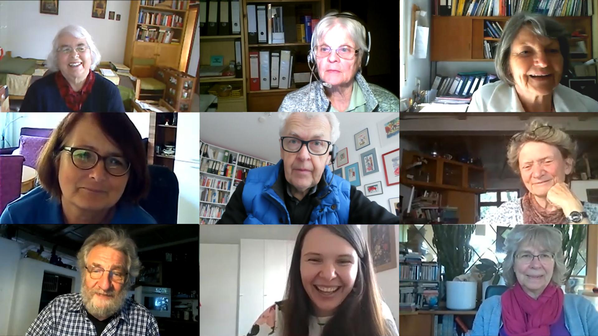 Es handelt sich um ein Bildschirmfoto einer Videokonferenz. Es sind neun Personen abgelichtet. Jeweils drei nebeneinander.